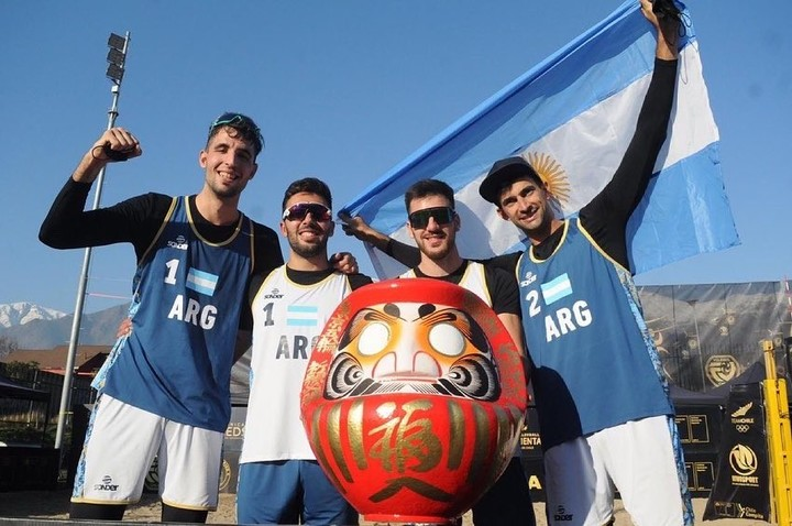 Nicolás Capogrosso, Bautista Amieva, Leandro Aveiro and Julián Azaad, the Argentines who qualified for Tokyo in Beach Volley.  Photo Twitter @Voley_FeVA
