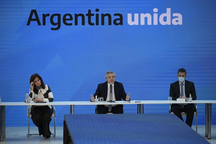 Cristina Kirchner, Alberto Fernández and Sergio Massa.  Photo: Fernández.  EFE / Juan Mabromata / POOL