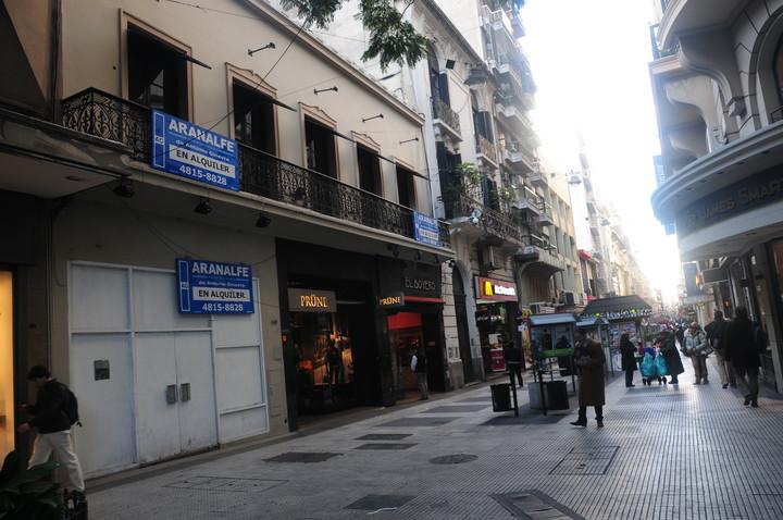 Florida pedestrian street, with many stores closed due to the crisis.  Photo: Fernando de la Orden.