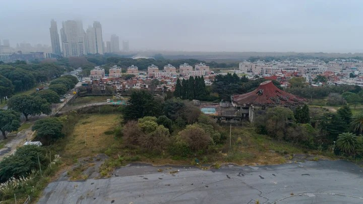 This is how the former Boca Juniors Sports City has been for decades.  In the background you can see the urbanization of the Rodrigo Bueno village and the southern end of the Ecological Reserve.  Photo: Rafael Mario Quinteros