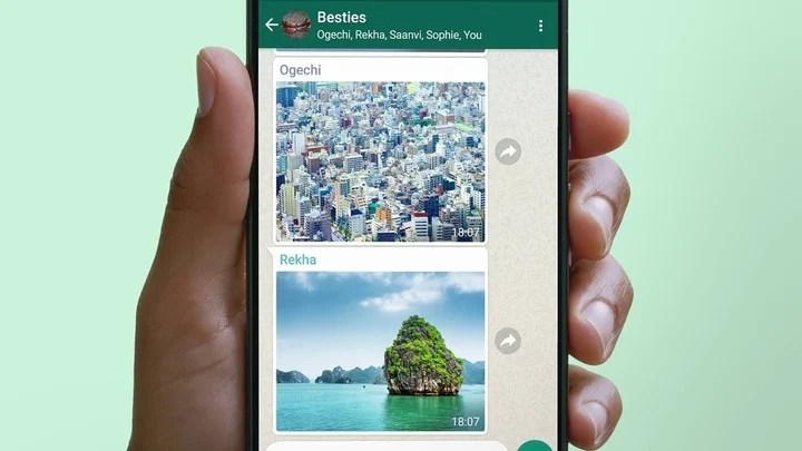 In order not to leave traces of having seen the ephemeral photos and videos, you should use the WhatsApp app and WhatsApp Web at the same time.