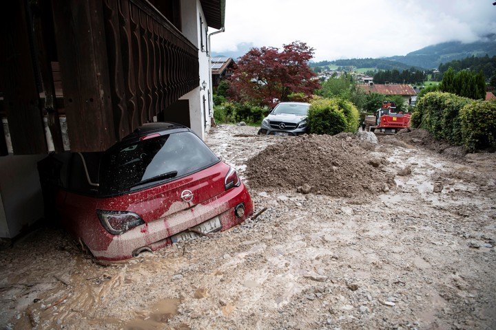 Insurance does not usually cover natural disasters of this magnitude.  Photo EFE