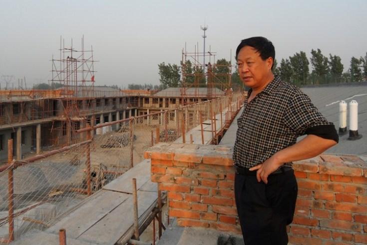 Sun Dawu en un sitio de construcción para la ciudad de Dawu en Baoding, en la provincia de Hebei, en el norte de China. Foto AP.