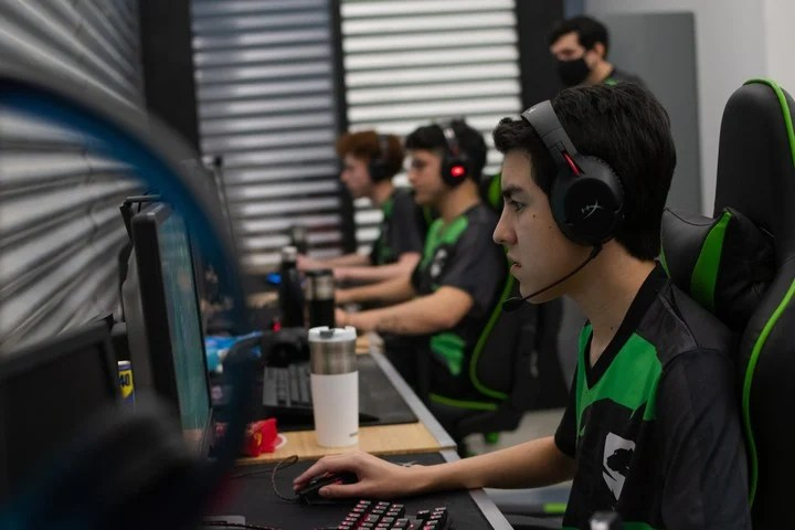 Savage Esports had to come back from 0-2 in the semifinals to reach the final stage.