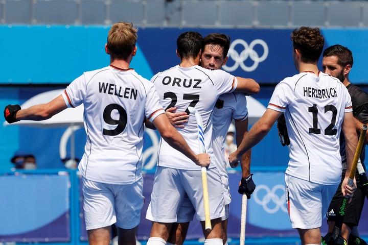 The Germans celebrate Lukas Windfeder's goal.  Photo EFE / José Méndez