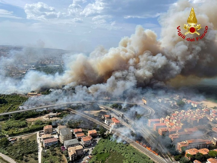 Fuego is Pescara, Italy.  Photo EFE