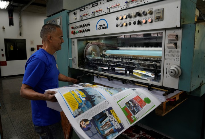 """The middle """"Find out,"""" printing in Caracas.  AP Photo"""