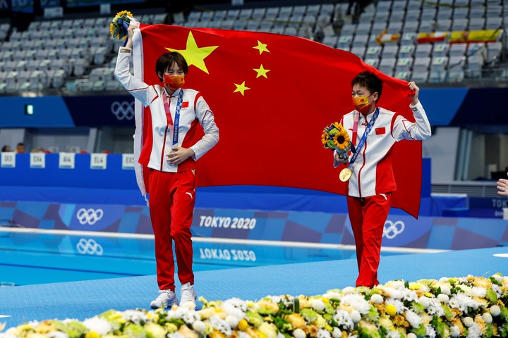 1-2 Chinese with Chen (silver) and Quan (gold).  Photo EFE / EPA / PATRICK B. KRAEMER