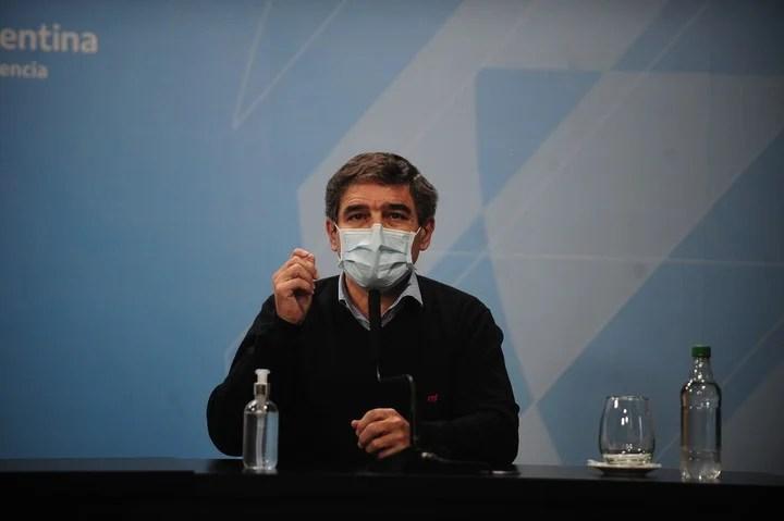 Fernán Quirós recorded messages.  Photo Germán García Adrasti.