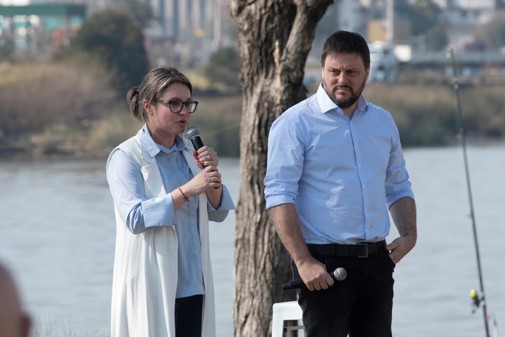Leandro Santoro with Gisella Marziotta, who is second in the Buenos Aires list of the Frente de Todos.
