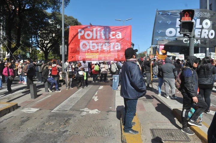 Mobilization of the dissident Workers' Pole for Social Development.  Photo Guillermo Rodriguez Adami