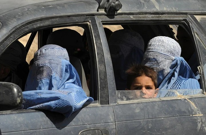 Women with burqa, during the Taliban government.  Photo: AFP