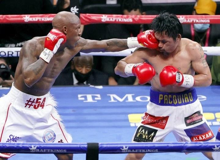 Duro castigo para Pacquiao en la última pelea. Foto: AFP