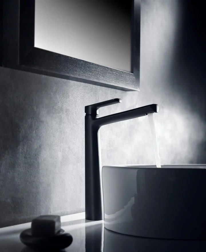 The matte black finish was added to the traditional chrome to add a touch of class to the bathroom.  Aromo and Epuyén taps, both PV lines