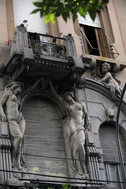 Casa Calise. Joya del art nouveau local, está en Yrigoyen 2568. / Rolando Andrade
