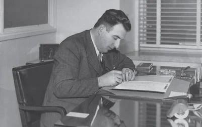 En su escritorio de La Continental, en tiempos en que traducía Ulises   Foto: Gentileza Penguim Random House