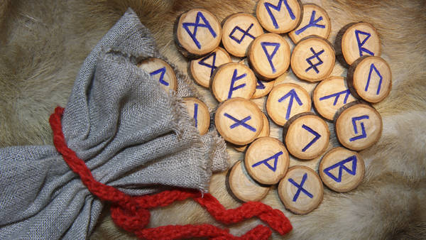 Resultado de imagen para runas vikingas
