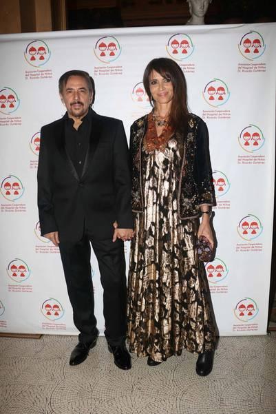 Alejandro Lerner con su mujer. (Movilpress)