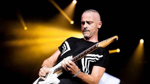 Humo sobre el agua. En la prueba de sonido, el italiano se animó con el tema de Deep Purple.