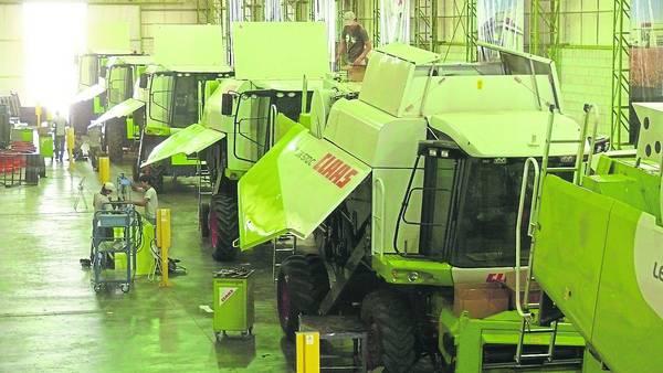 Más movimiento. La industria de la maquinaria agrícola pasó de una capacidad ociosa del 70% en muchos casos a pagar algunas horas extras a sus empleados.