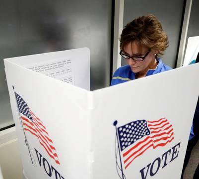 California. Votan anticipadamente en EU al menos 1.4 millones de electores.  (AP Photo/Marcio Jose Sanchez)