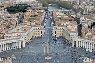 El Papa pide sobriedad a una Iglesia que posee inmuebles ...