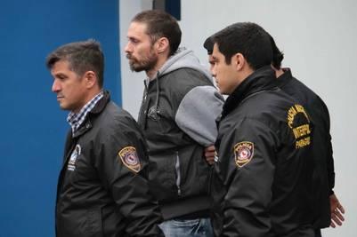 Ibar Pérez Corradi antes de subir al avión para ser extraditado. EFE/Andrés Cristaldo Benitez