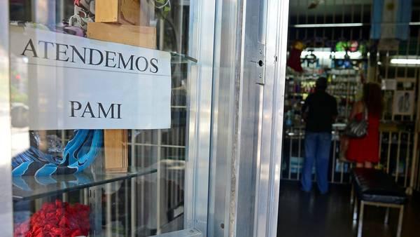 Distintas farmacias de la Ciudad de Buenos Aires no cumplen con la medida de fuerza y siguen vendiendo medicamentos a los afiliados a PAMI. Foto: David Fernández