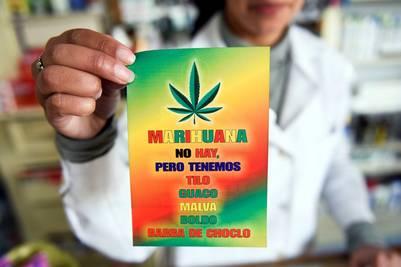 Farmacia de Montevideo, Uruguay, fue víctima de reiterados robos por adictos en busca de marihuana (AP)