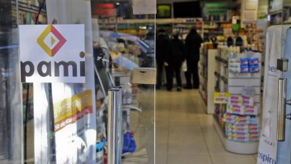 Farmacias no atienden a jubilados del PAMI por la deuda del Gobierno. (NESTOR GARCIA)