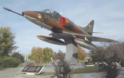 Monumento al A-4B, V Brigada Aérea, Villa Reynolds, San Luis (foto: G. Pavlovcic)