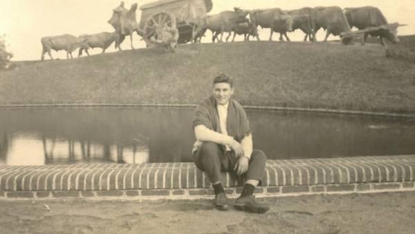 Orlando posa en Montevideo en 1963, al volver de la escuela de entrenamiento en Cuba | Foto cedida por Fernando Escobar Llanos