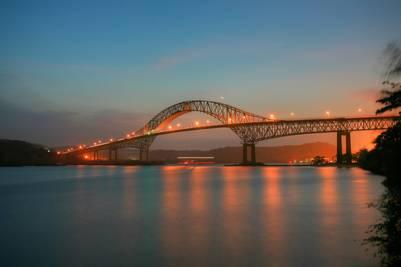 El Puente de las Américas fue el primer puente sobre el Canal, inaugurado en 1962.