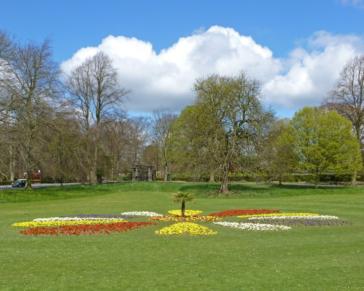 , What are the top attractions in Leeds?
