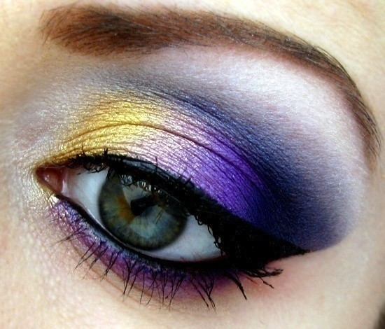 How To Create A Gold Eye Makeup Look