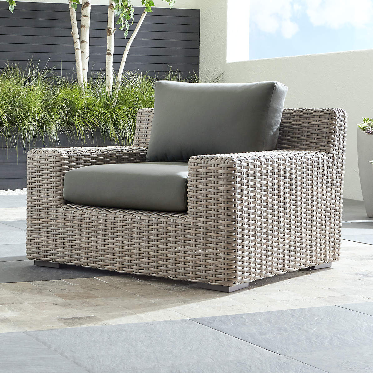 Cayman Outdoor Lounge Chair With Graphite Sunbrella Cushions Reviews Crate And Barrel