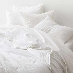 https www crateandbarrel com bed and bath quilts coverlets 1