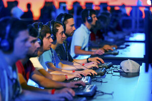 Why more young men are choosing video games over a job (Fuente: http://www.csmonitor.com/layout/set/amphtml/USA/2016/0925/Why-more-young-men-are-choosing-video-games-over-a-job?client=safari)