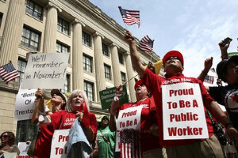 Unions picketing at state houses (Credit: Christian Science Monitor)