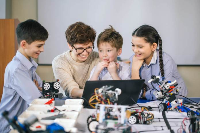 kids-learning-coding-and-having-fun