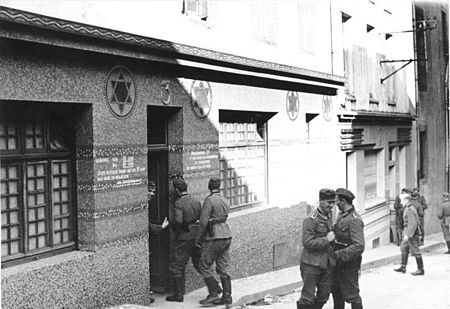 450px-Bundesarchiv_Bild_101II-MW-1019-07_Frankreich_Brest_Soldatenbordell1.jpg