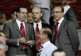 A photo of the 3 Glazers siblings that are associated most with Manchester United Football Club.