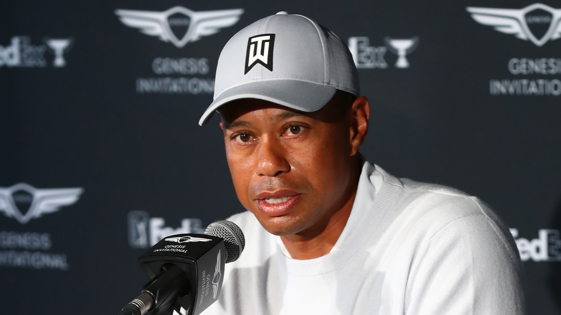 "Photo of Tiger Woods calls for ""safer, unified society"" after George Floyd's death"
