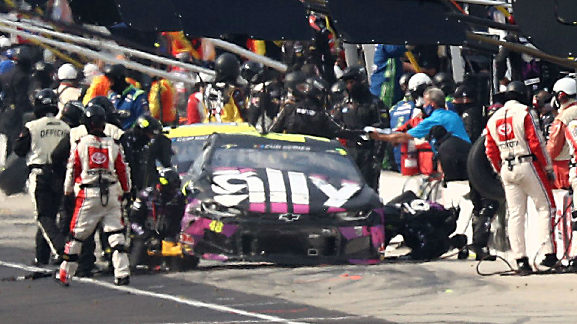 Photo of NASCAR at Indianapolis: Ryan Blaney crew member injured in pit street pileup