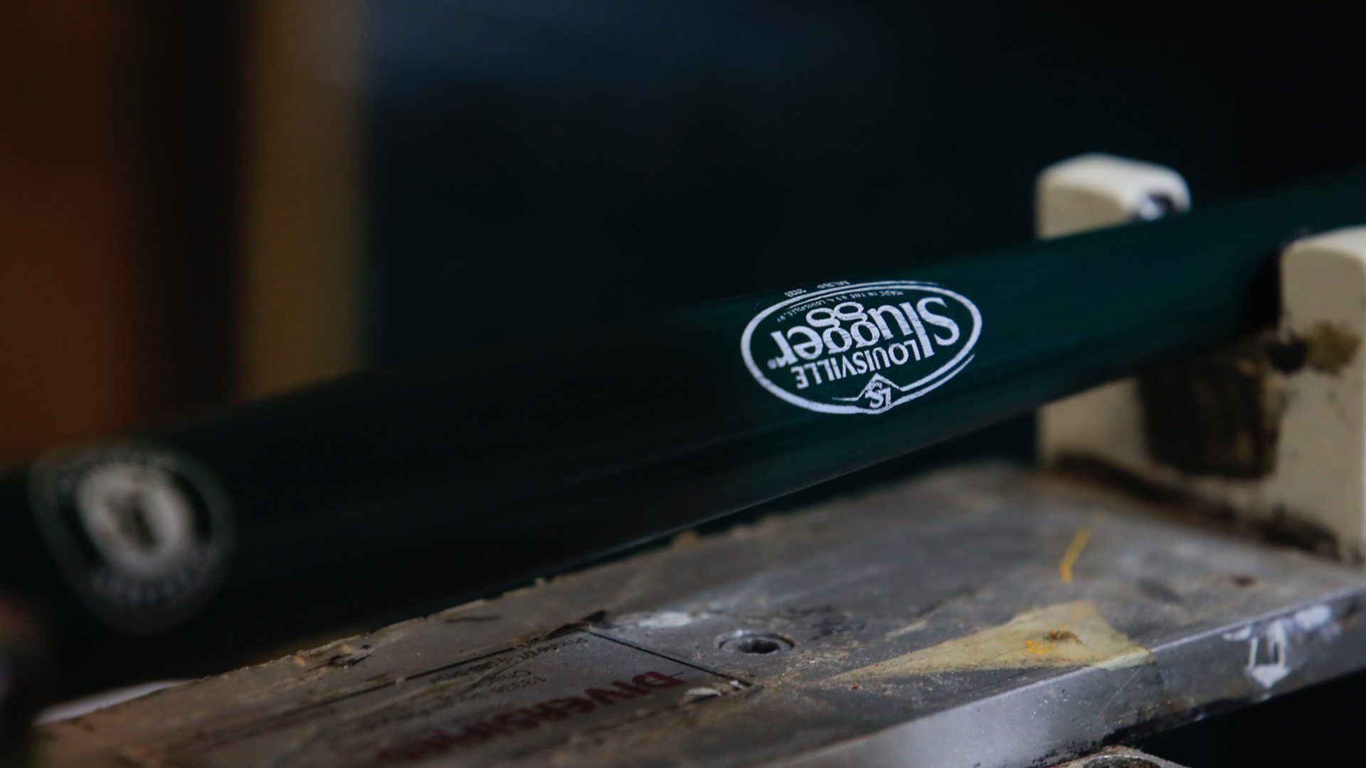 Photo of Louisville Slugger stops giving police custom nightsticks amid internal backlash