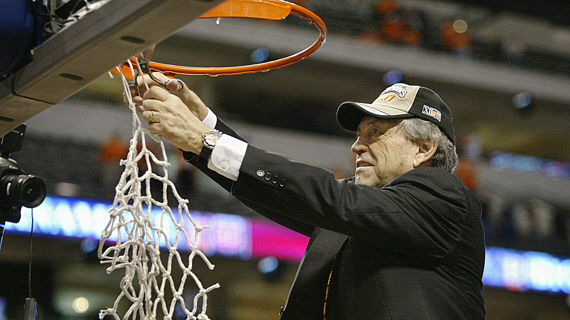 Eddie Sutton dies; longtime coach received Hall of Fame honor in 2020