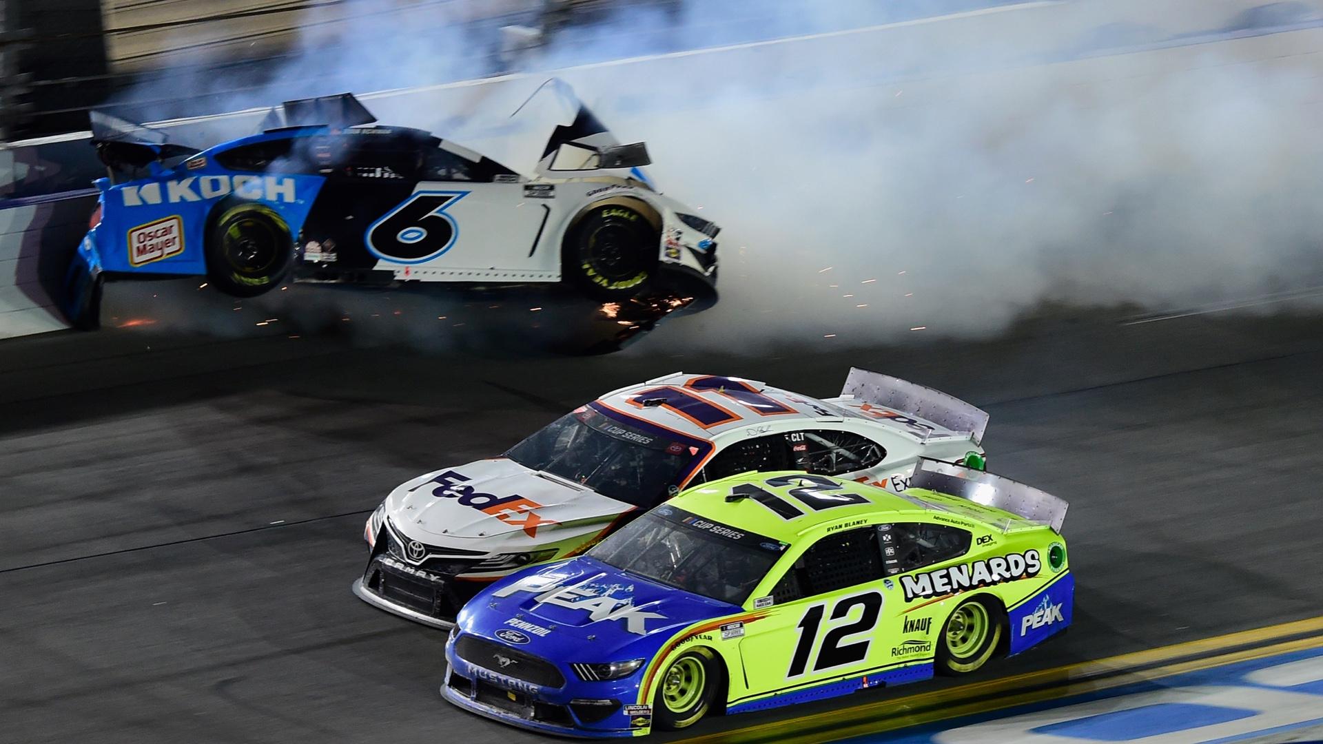 Photo of FS1 finally broadcasts Daytona 500 'Radioactive' with reactions to Ryan Newman's crash