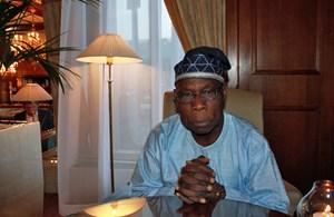 Olusegun Obasanjo (77) ist am Mittwoch und Donnerstag in Wien zu Gast bei einer Konferenz, auf der sich ehemalige Staats- und Regierungschefs und Vertreter der Weltreligionen mit ethischen Prinzipien im politischen Handeln von Staatenlenkern befassen. Die Konferenz, zu der Österreichs Ex-Kanzler Franz Vranitzky lädt, kann mit Namen wie Helmut Schmidt und Valéry Giscard d'Estaing aufwarten.