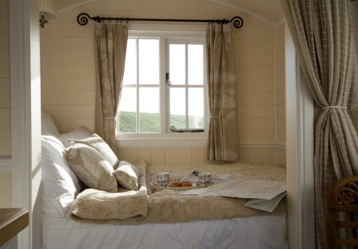bedroom curtain ideas for small rooms