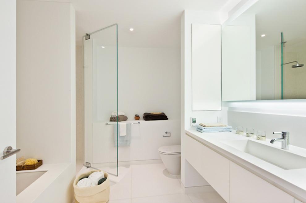 25+ White Bathroom Designs